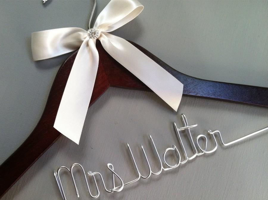 Mariage - Sale, Sale, Sale. Personalized Bridal Wedding Hanger. Bridal Hanger. Wedding Hanger. Custome Hanger. Comes With Bow and Rhinestone.