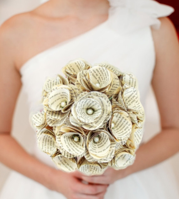 Mariage - 1 Book Page Bouquet - Vintage Book Paper Flowers -Paper Roses -18 Paper Stem Roses -Eco Wedding -MAGAZINE FEATURED