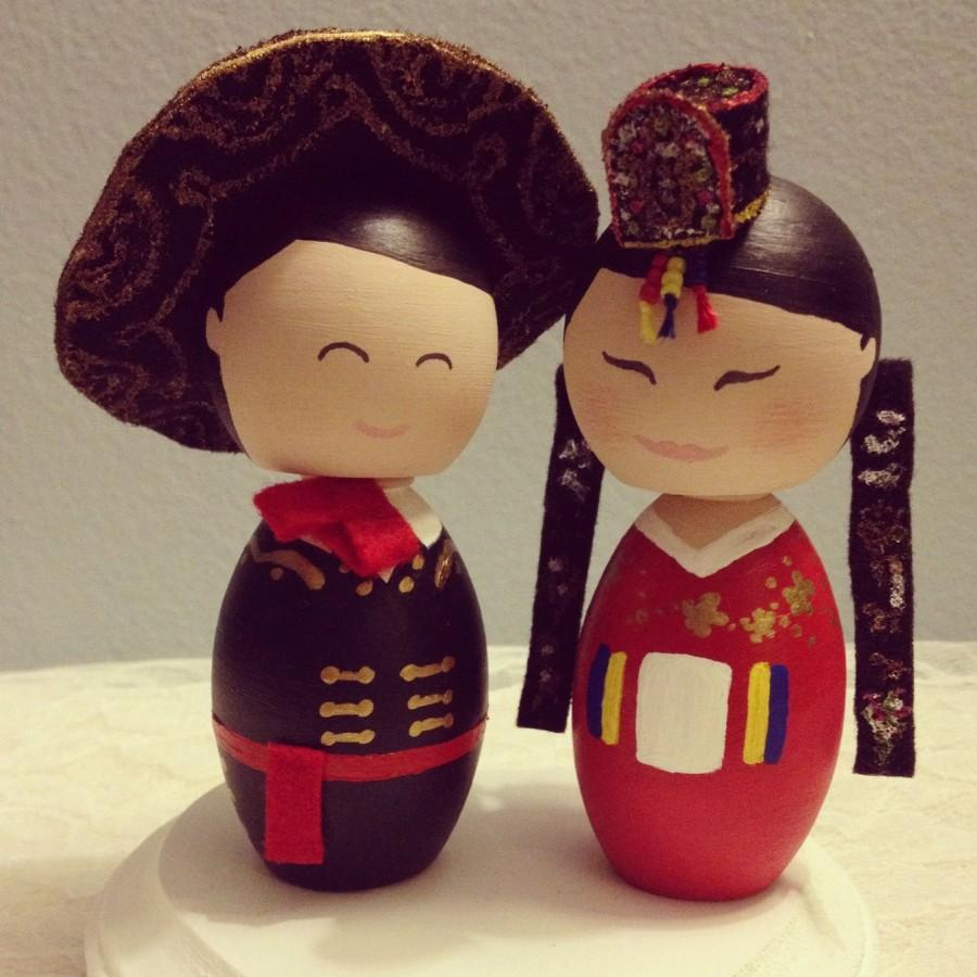 Mariage - Custom (Traditional Korean Bride and Mexican Groom) Wedding Cake Toppers