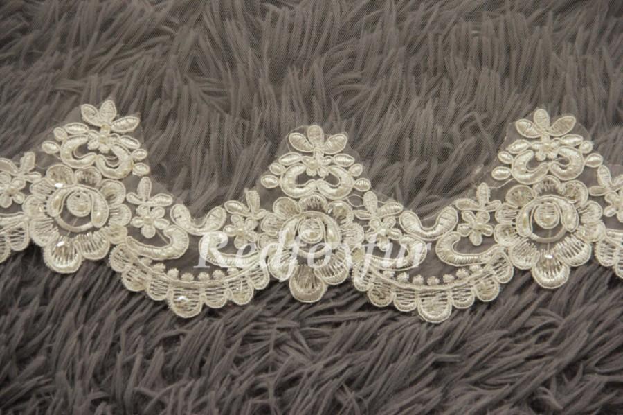 Mariage - Fashion Beaded veil 1T Ivory Cathedral Veil Bridal Veil Hand-beaded Alencon lace veil Flowers edge veil Wedding veil Lace edge veil No comb