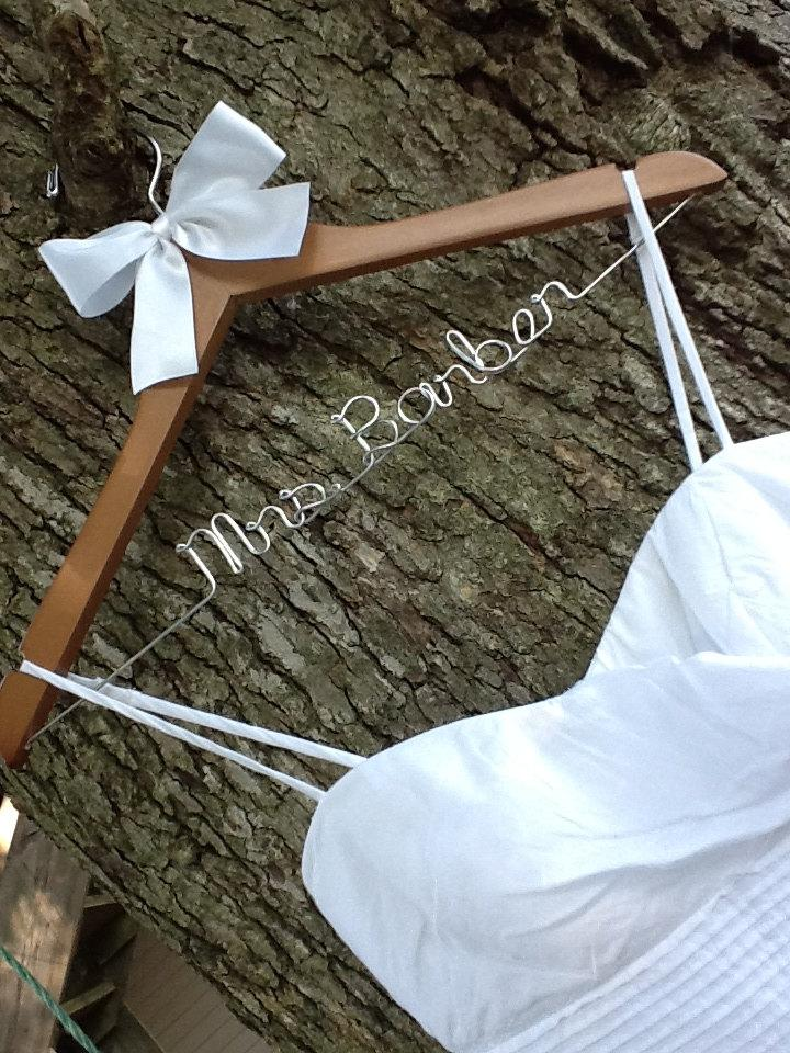 Свадьба - SALE SALE / personalized custom Bridal hanger/ perfect bridal shower gift , u pick any name , bridal party gift