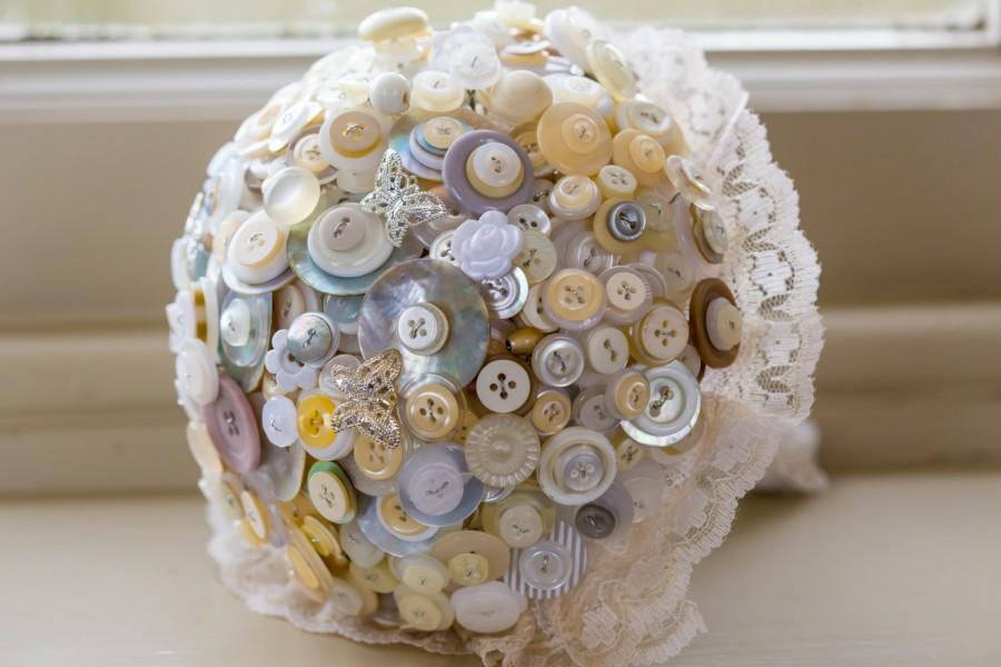 Mariage - Button bouquet white, cream and pearl