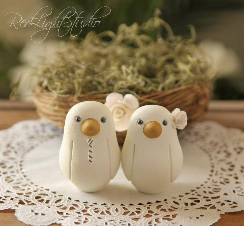 Mariage - Custom Wedding Cake Topper - Small Hand Painted Love Birds with Nest