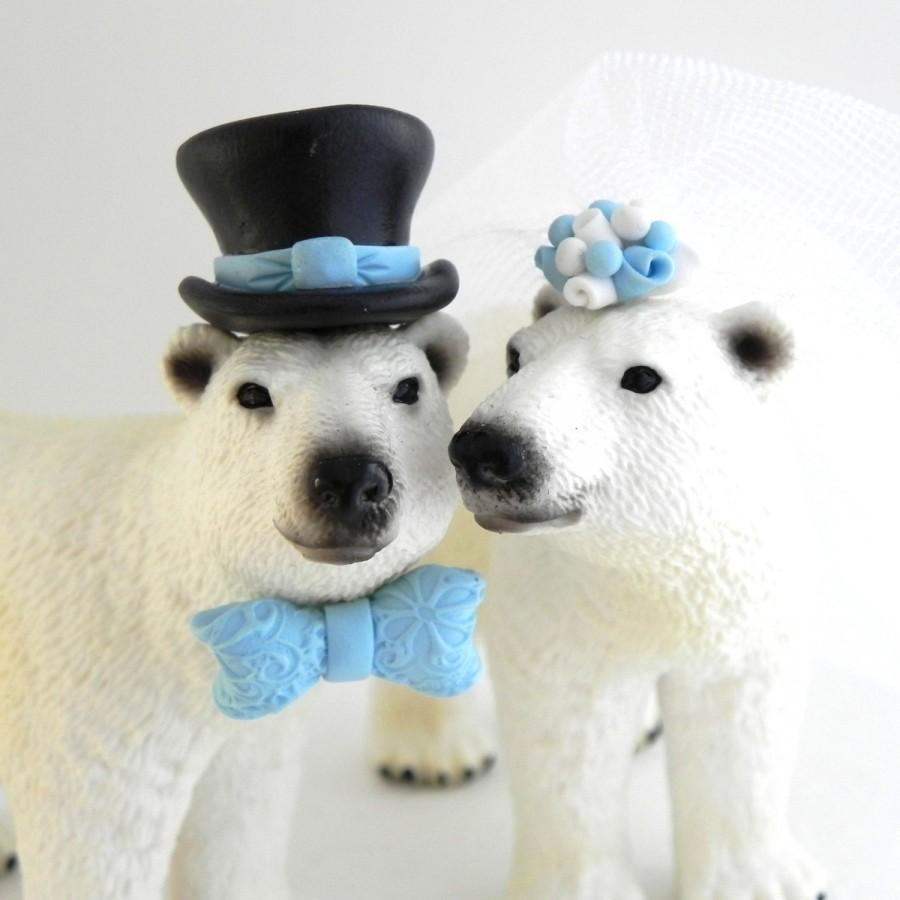 Свадьба - Polar Bear Wedding Cake Topper, Arctic, Winter, Snow, Custom Color flowers, hat and bowtie