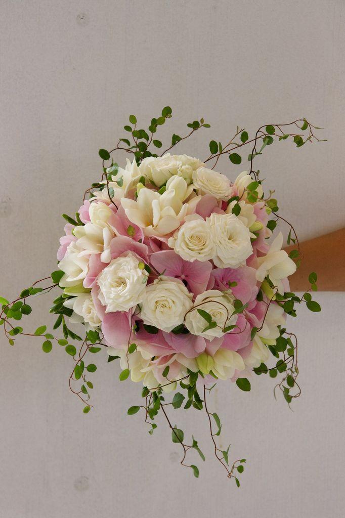 Hochzeit - Pink & White Bridal Bouquet