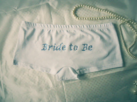 Свадьба - Bride to Be Knickers, Bridal Underwear in Diamante. Hen Party Accessories, Bachelorette Party Gift. White Cotton Bride Undies.
