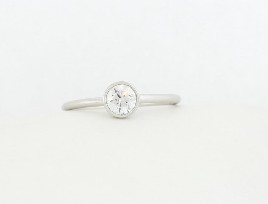 Mariage - White Gold Round Brilliant Cut Lab Grown Diamond Engagement Ring, White Gold Thin Dainty Bezel Set Engagement Ring, Lab Grown Diamond Ring