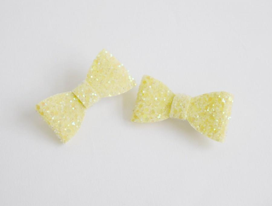 Mariage - Lemon Yellow Hair Bow Clip Set, glitter bow, wedding hair accessories, lemon wedding, girl hair bow, girl hair accessories, bow hair clip