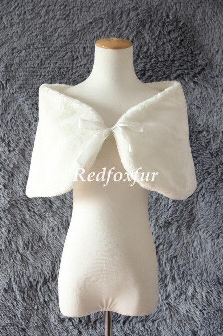 Свадьба - Ivory Fake fur shawl Bride Fake fur stole Bow Bridesmaid Bolero Shrug Sided fake fur shawl Winter Wedding dress Cloak Wrap Jacket Coat Warm
