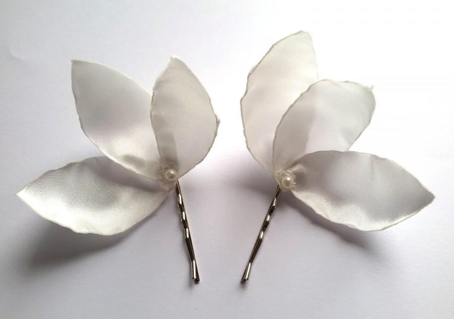 Свадьба - white magnolia blossom wedding flower bobby pins (set of 2)