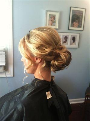 Mariage - Love This Updo... So Elegant! - Beauty Darling