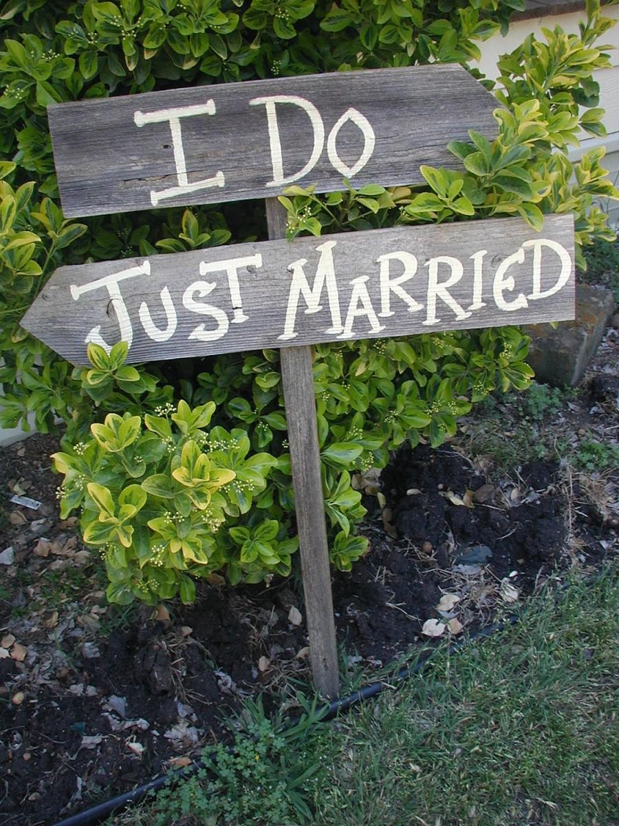 Свадьба - I Do Just Married Wedding Sign on Stake Rustic Western Bridal Reception Directional