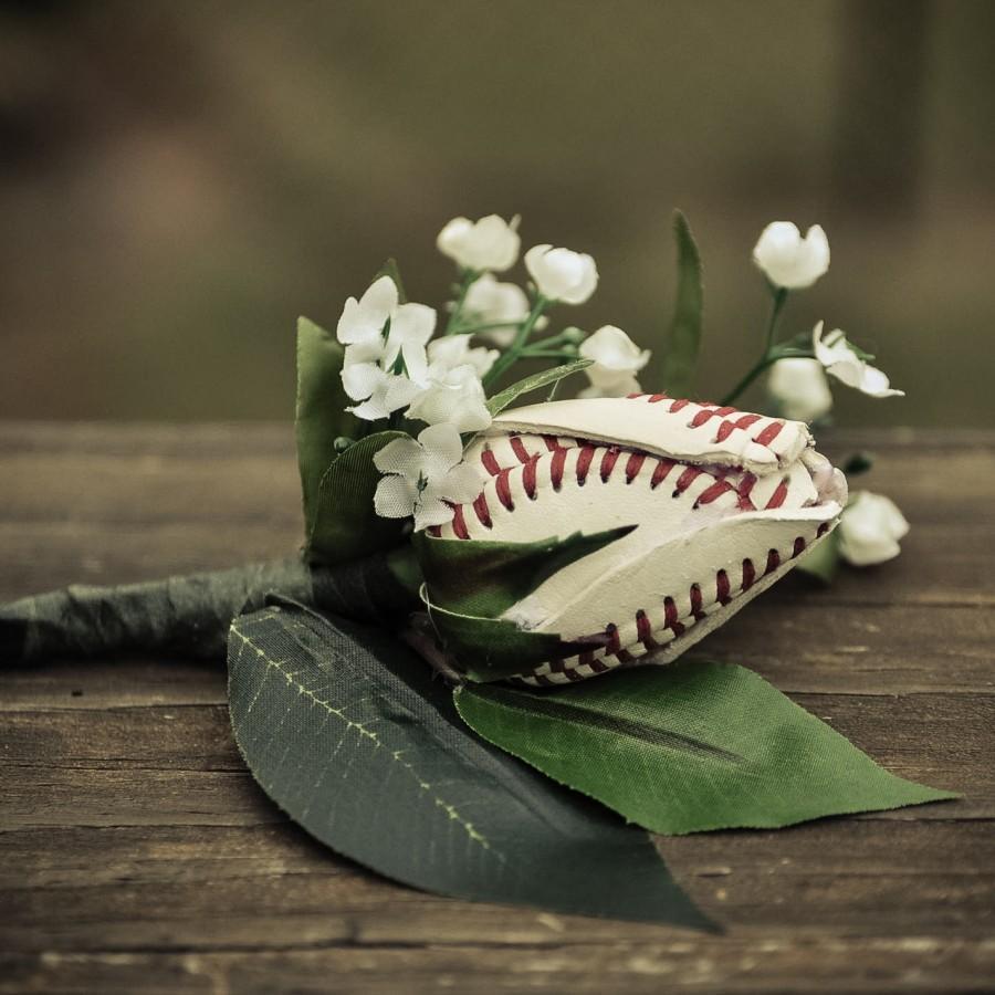 Mariage - Baseball Rose Boutineer