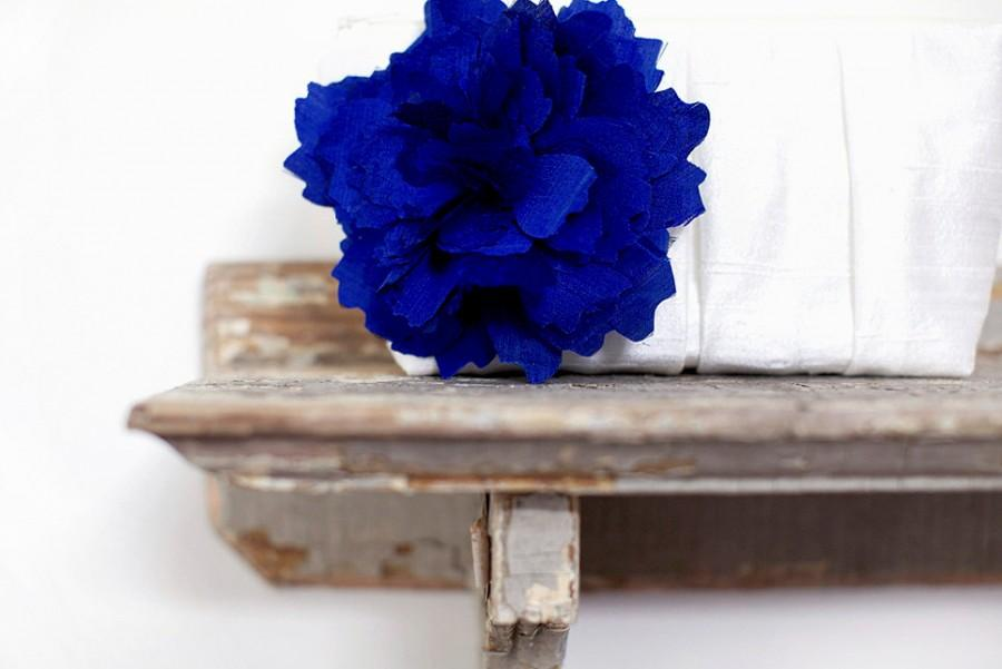 Свадьба - Cobalt blue wedding clutch, Ivory wedding clutch, Bridesmaids clutch set, Silk wedding purses, Wedding gift, Personalized gift, Makeup bag