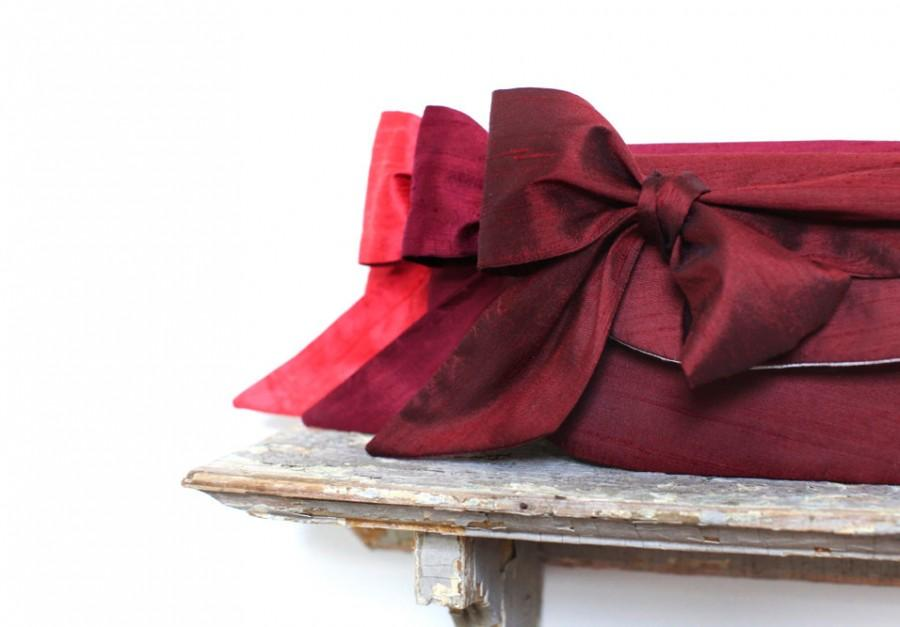 Mariage - Burgundy Wedding. Red Wedding. Monogram Clutches. Custom Name. Bridesmaids Gifts. Wedding Gifts for Bridesmaids. Winter Wedding. Ruby Rose
