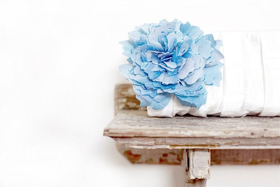 Hochzeit - White Wedding Clutch. Something Blue. Monogram Clutches. Personalized Gifts. Wedding Clutches. Bridesmaid Clutches. White Bridal Purse