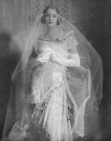 Hochzeit - How Can I Unwrinkle My Wedding Veil?