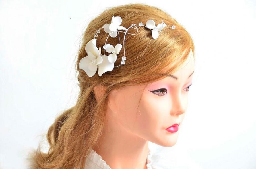 Mariage - Bridal headpiece Flower hair clip First Communion headpiece Flower hair comb Bridal hair jewelry White fascinator