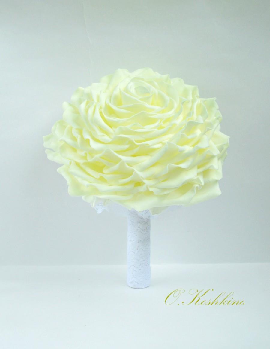 Hochzeit - Glamelia. Glamelia bridal bouquets Ivory bouquets White bouquets Glamelia flower wedding bouquets Glamelia bridal bouquet diy. EVA foam rose