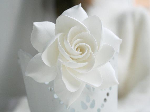 Wedding - Gardenia hair clip, Wedding flower hair clip, Bridal hair flower, Bridal flower hair clip, Clay hair flower, tropical flower