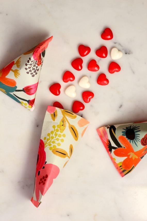 Свадьба - DIY: Valentine's Day Treat Pouches