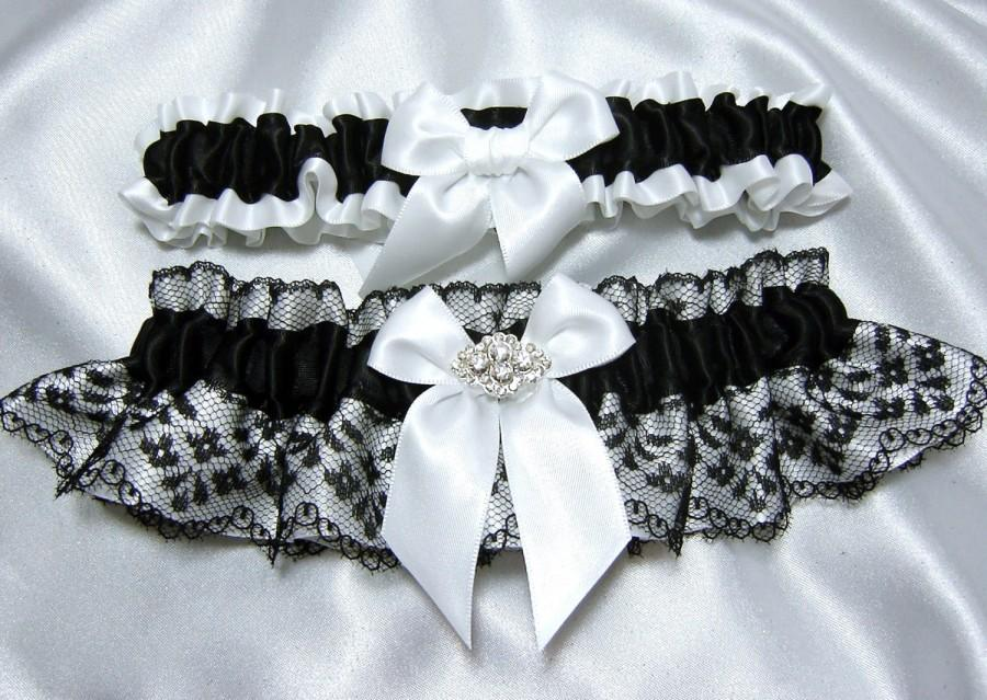 Свадьба - Classic Black and White Wedding Garter Set w/ Beautiful Crystal Embellishment - Toss Garter Included - Plus Size Too