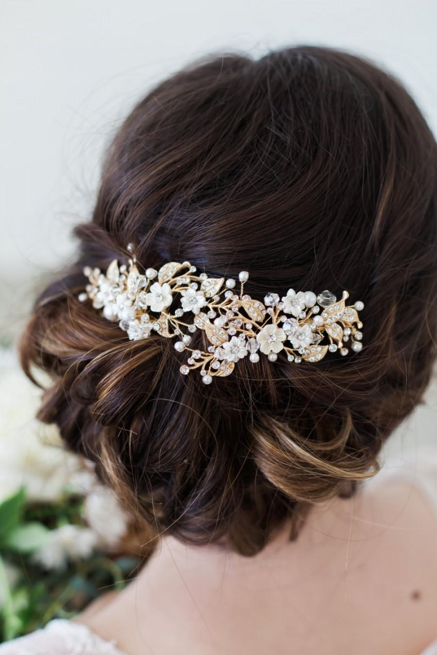 Prepare to pin your heart out. 24 Stunning Ways to Wear Flowers in Your Hair on Your Wedding Day Prepare to pin your heart out.