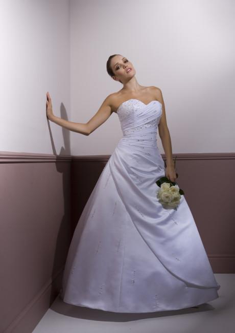Hochzeit - wedding dresses فساتين زفاف