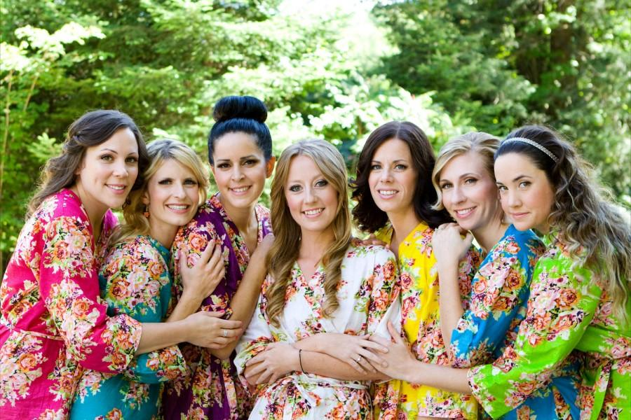 Свадьба - Custom Bridesmaids robes Kimono Crossover Robes Wrap Perfect bridesmaids gift, getting ready robes, Bridal shower favors, Wedding photo prop