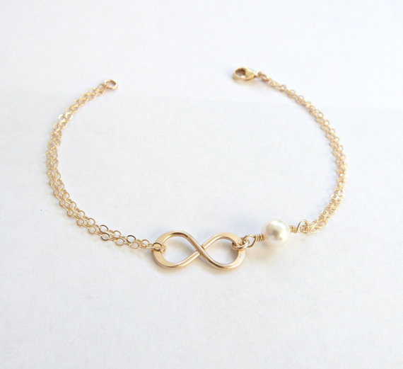 Mariage - Gold Infinity Bracelet Pearl Bracelet Bridesmaid Gift Gold Mother of the Bride gift Bridesmaid Gift Romantic Wedding Gift