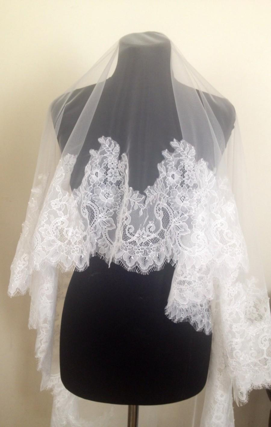 Hochzeit - NEW 2016 Royal Chantilly  lace veil. Bridal white veil, ivory veil. Cathedral headpiece.