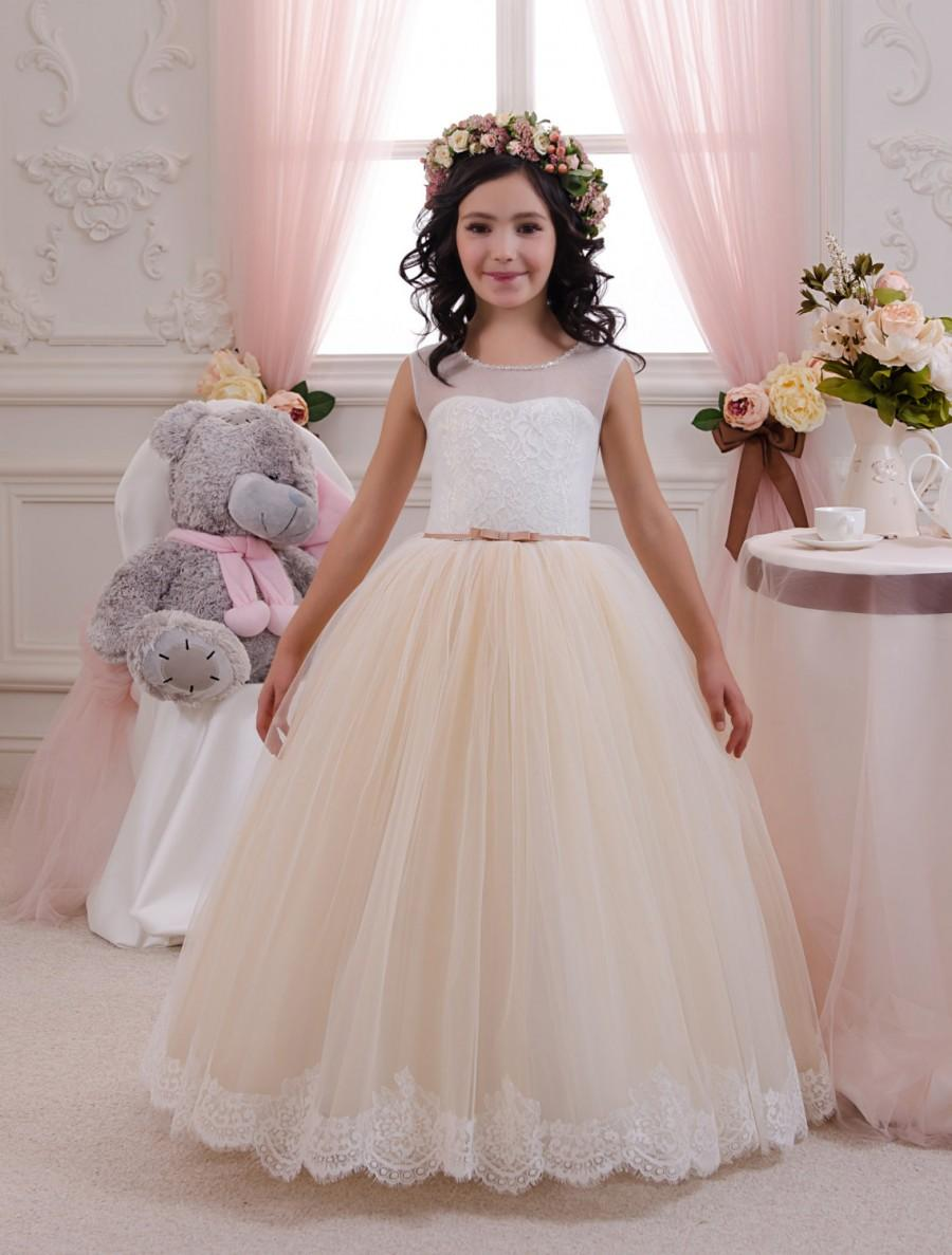 Flower girl dresses and ivory or beige junoir bridesmaid for Flower girls wedding dress