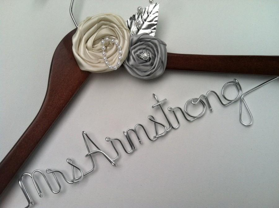 Mariage - Sale, Sale, Sale. Elegant Personalized Bridal Wedding Hanger. Custom Flowers, Jewel, Pearls and More. Flower Bridal Hanger.