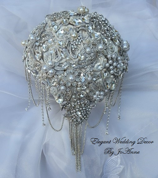 Свадьба - CRYSTAL BROOCH BOUQUET, Deposit for a Vintage Inspired Cascading Brooch Bouquet in Antique Vintage White, Brooch Bouquet, Price 625