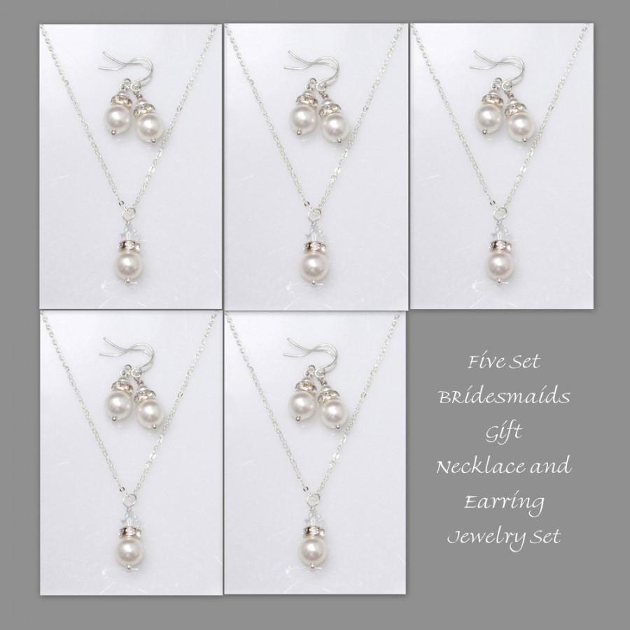 Mariage - Set of 5 Bridesmaid Gift,  Swarovski White Pearl Necklace and Earring Set, Bridesmaid Jewelry Set, Personalized Bridesmaid Gift