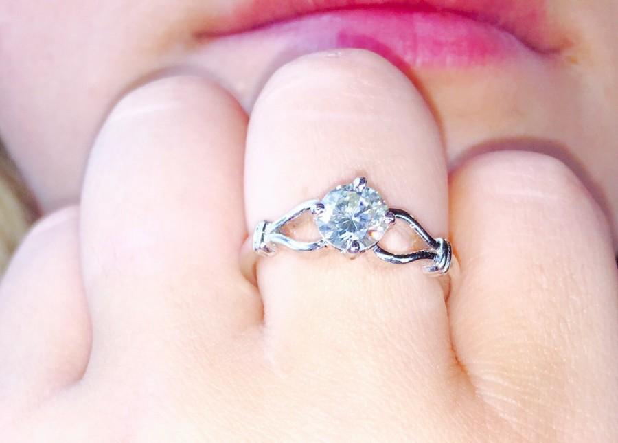 Boda - Genuine Moissanite .80ct. Bridal Lace White Round Brilliant Cut Engagement Ring 925 Sterling Silver size 8