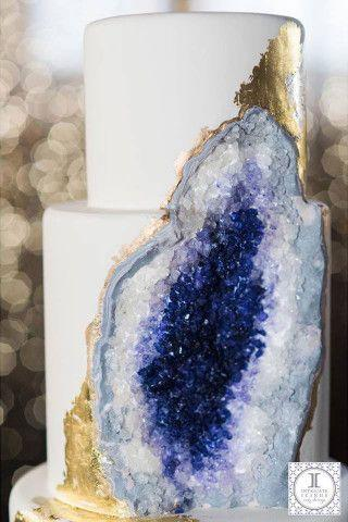 Свадьба - A Stunning Wedding Cake That's Made From Edible Geode Crystals