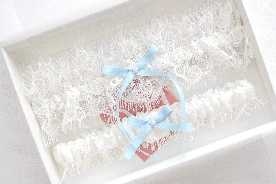Свадьба - Something blue wedding garter set, ivory bridal garter set, chantilly lace garter, toss garter, keep sake garter, ivory lace garters