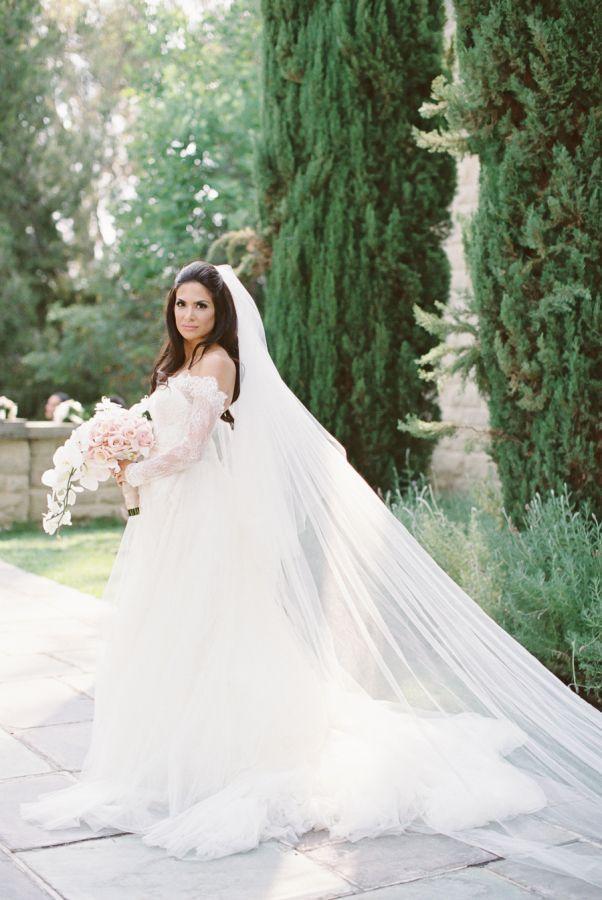 زفاف - A Stunning Bride Rocks A Gorgeous Monique L'Huillier At Her Beverly Hills Mansion Wedding