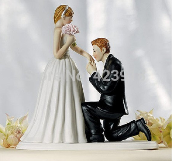 Свадьба - A Cinderella Moment Couple Porcelain Ceramic Bride And Groom Wedding Cake Topper Proposal Couple Photo Remember Romantic