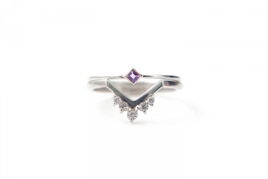 Свадьба - White gold diamond chevron ring set, princess cut lavendar amethyst ring, 0.1ct of diamonds, stackable ring diamond band set of 2