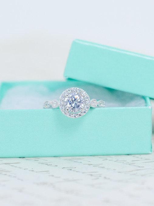 زفاف - SALE - Round Halo Engagement Ring - Art Deco Wedding Ring - Halo Ring - Vintage Style Ring - Promise Ring - Sterling Silver - 1 Carat