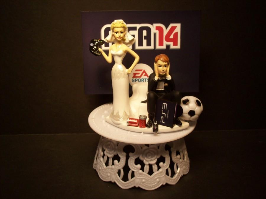 Hochzeit - Video Game FIFA 14 OR 15 Football Soccer Bride and Groom Funny Wedding Cake Topper