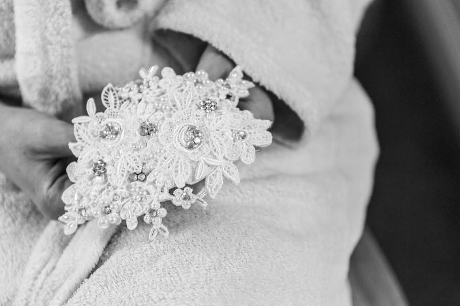 Свадьба - Ivory Lace Bridal Hair Slide