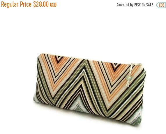 Свадьба - Trendy Chevron Wallet, Wedding Party Clutch, Cosmetic Purse, Gift for Mother, Unique Evening Handbag