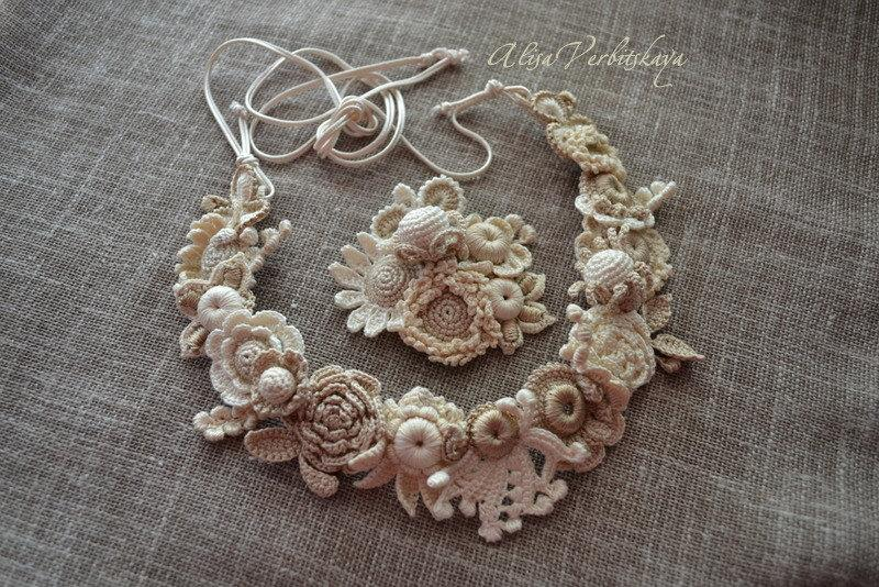 Mariage - Wreath hair. Brooch. Bracelet. Crocheted flowers. Irish crochet. Lace. Wedding.& buds wedding tiara crown