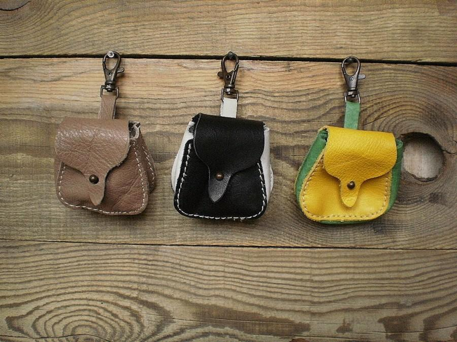 Hochzeit - Small leather pouch, bag accessory, leather key holder, mini bag, coin pouch, car key holder, detachable