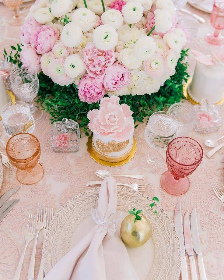 """Mariage - Belle The Magazine On Instagram: """"I Adore The Color Scheme For The Tablescape!  Via   Design: @Celiodesign"""