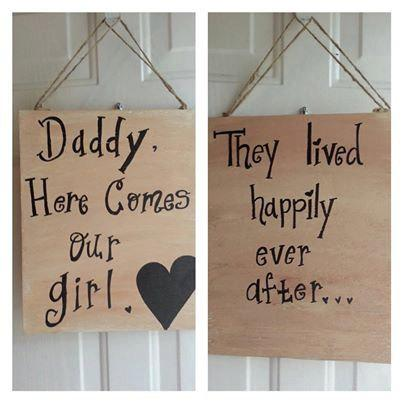 Mariage - REVERSIBLE ring bearer sign, flower girl sign, custom wedding sign - Daddy Here Comes Your Girl They Lived Happily Ever After