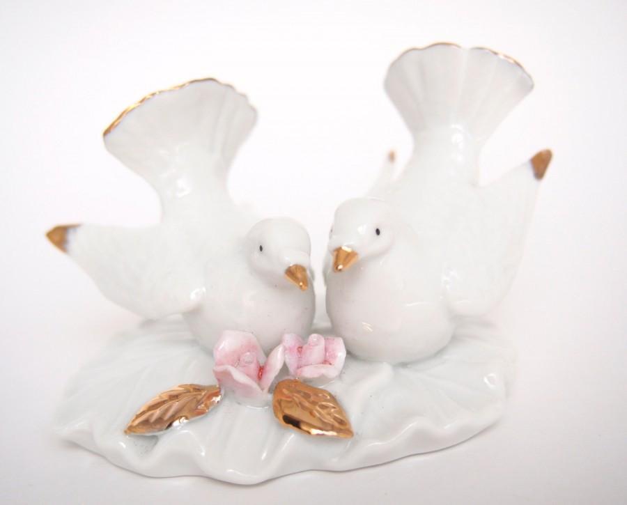 Mariage - Vintage Lefton White Love Birds Wedding Cake Topper with Gold, Fine Porcelain China Turtle Doves, Elegant Pair of Doves Cake Topper Figurine